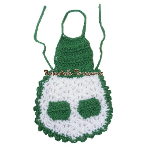 FREE Mrs. Claus' Apron Crochet Pattern PDF by Rebeckah's Treasures! Grab your copy today here: http://goo.gl/0STOVs #crochet #pattern #barbie #toys #mrsclaus #christmas