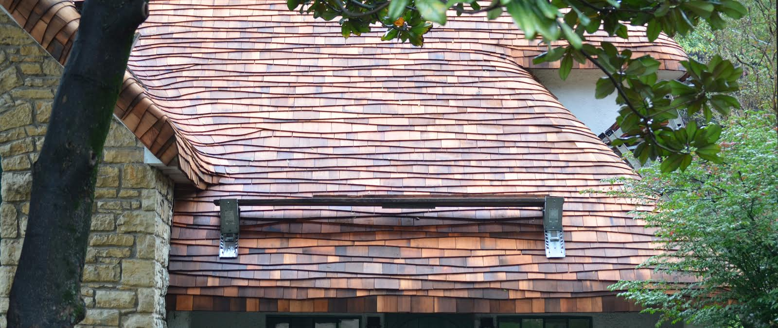 cedar roof repair, cedar wood shingles, cedar shingle roof restoration