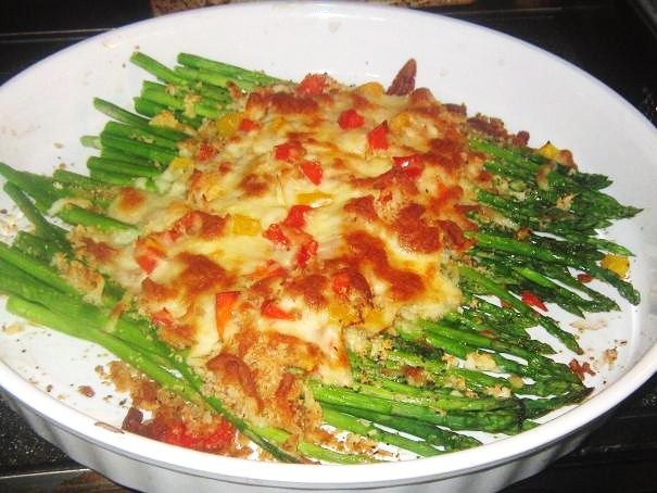 Baked asparagus with mozzarella cheese