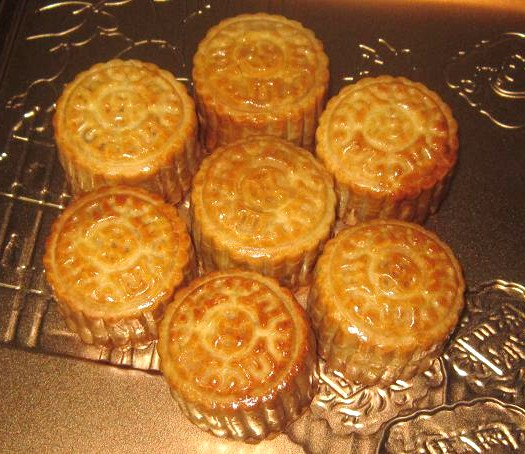 Mini Mooncakes with salted egg yolk recipe