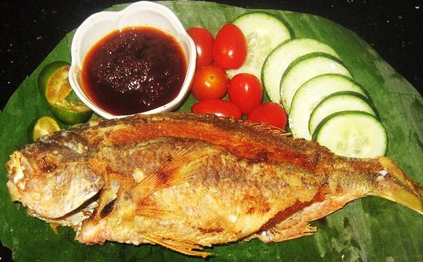 Yellow Tail Fish with Sambal Sauce served on Banana Leaf Recipe